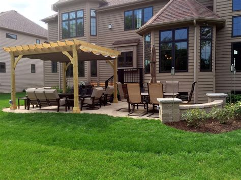 pergola shade solutions for your chicagoland backyard