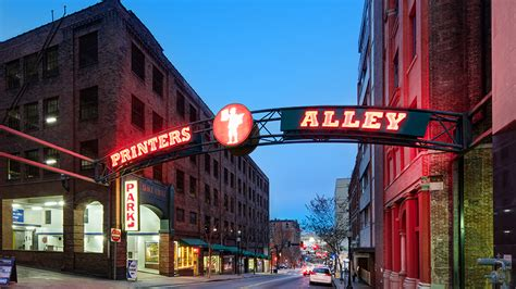 In Printers Alley downtown nashville pressing culture in printer s alley