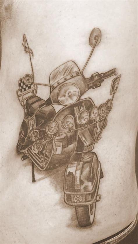 simple vespa tattoo 35 best scooter tatoos images on pinterest vespas