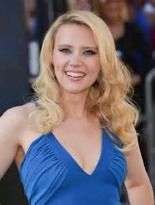 kate mckinnon sony pictures ghostbusters premiere at
