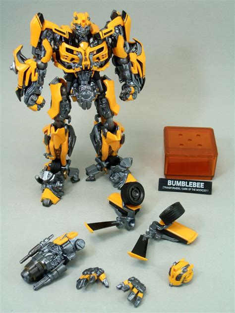 Revoltech Sci Fi sci fi revoltech bumblebee in images transformers news tfw2005