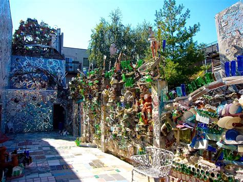 philadelphias magic gardens wikipedia