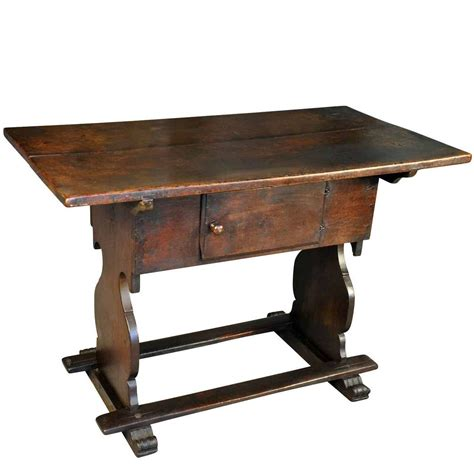 table chargers 18th century quot charger quot table in oak for sale at 1stdibs