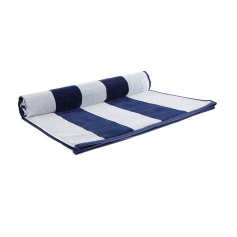 teppich blau weiß gestreift strandtuch serena blau wei 223 gestreift urbanara