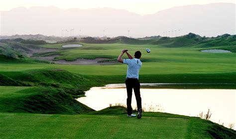 player hit  golf ball pics hd wallpapers