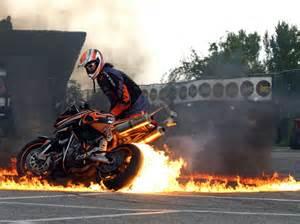 Fondos de pantalla motos deportivas fuego vista completa
