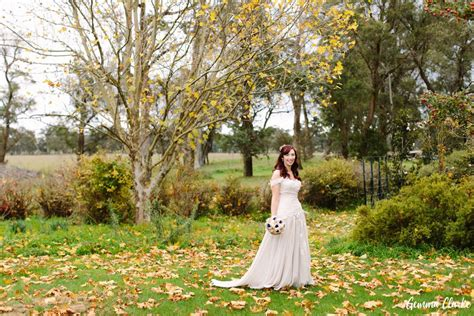 aussie couples cut costs in cheap wedding reality show a beautiful autumnal southern highlands wedding at ennismor with pretty navy details uk