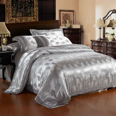 Silver Comforter by 1000 Ideas About Silver Bedding Sets On