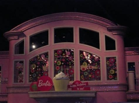 barbie house at toys r us giant barbie house picture of toys r us times square new york city tripadvisor