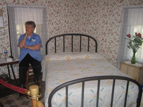 paul simon bedroom furniture graceland paul simon pictures of who cleans upstairs at