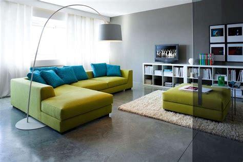 divano verde abbinare divano alle pareti foto design mag