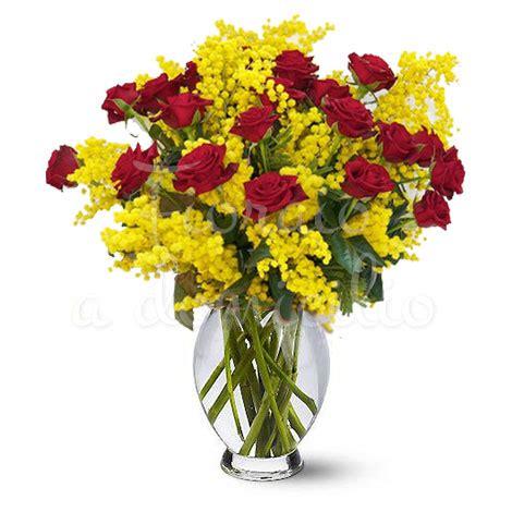 mazzo di fiori con mimose bouquet di 20 roselline rosse con mimosa