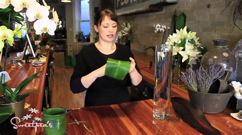 How To Make A Tall Vase Sweetpea S Using Cut Flowers In A Tall Glass Vase Youtube