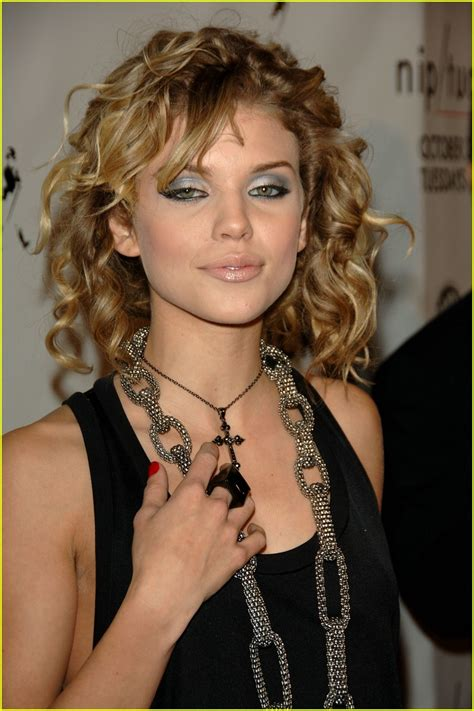 nip tuck actress joins the cast of nbc pilot annalynne mccord joins 90210 spin off photo 1067421