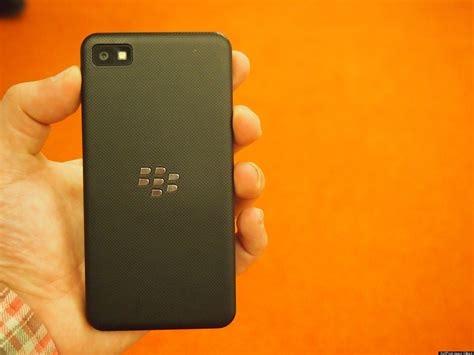 wallpaper bergerak z10 blackberry z10 review a smartphone born too late good
