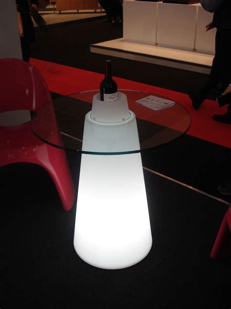 leuchtender tisch peak h 80 cm slide leuchtender tisch