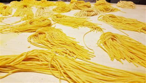 corsi di cucina piemonte piemonte un corso di cucina e una cena nelle langhe