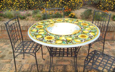 tavoli da giardino in pietra lavica tavolo rotondo in pietra lavica limoni girasoli decorato a