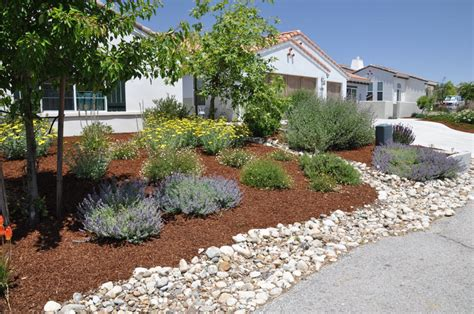 Rock And Flagstone Front Yard Front Yard Rock Garden