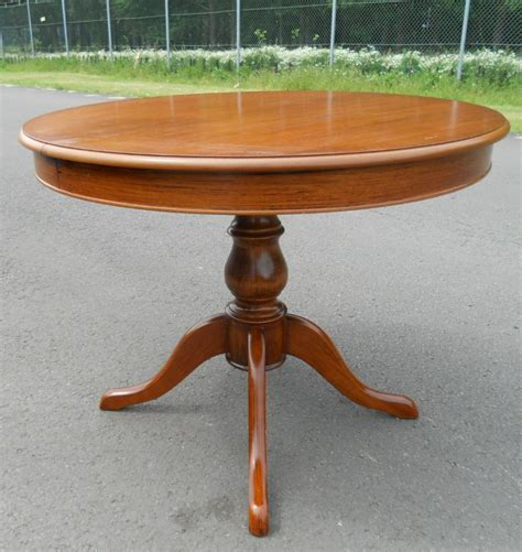 sold victorian style  mahogany pedestal dining