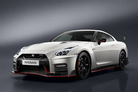 gtr nissan nismo 2017 nissan gt r nismo makes official debut carscoops