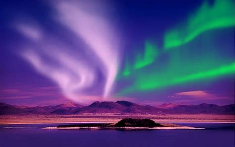 the best northern lights holidays, tours and tactics