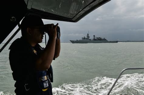 Baru 10702 New Manila Navy malaysia jails for foiled hijacking of tanker coconuts jakarta