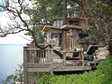 treehouse bed and breakfast treehouse bed breakfast galiano island dreamy places