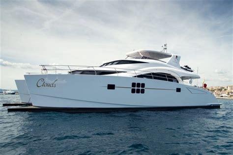 catamaran vs motor yacht sunreef power 70 mieten sibenik kroatien yacht charter