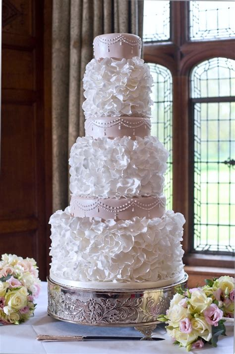 Wedding Cake Cost by What S The Cost Of A Wedding Cake Of Cakes