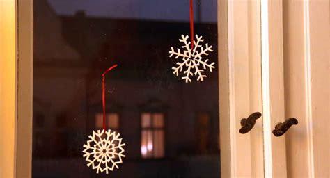 sprüche bilder zum aufhängen salzteig weihnachtsdeko zarte schneeflocken einfach