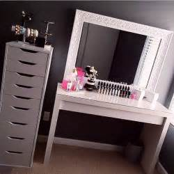 Makeup Vanity Rooms To Go 25 Best Ideas About Vanity Makeup Rooms On