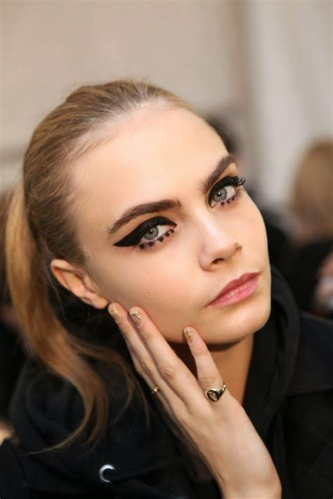 Eyeliner Sui 1000 images about black eyeliner on cara delevingne runway and graphics