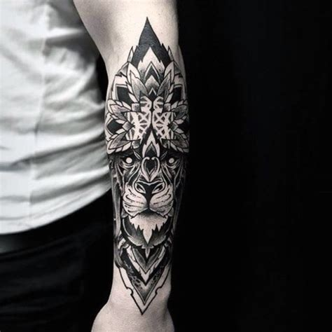 gro 223 es schwarzes detailliertes unterarm tattoo mit tribal