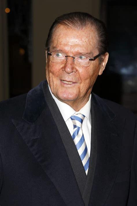 roger moore died sir roger moore dead james bond legend dies aged 89 ok