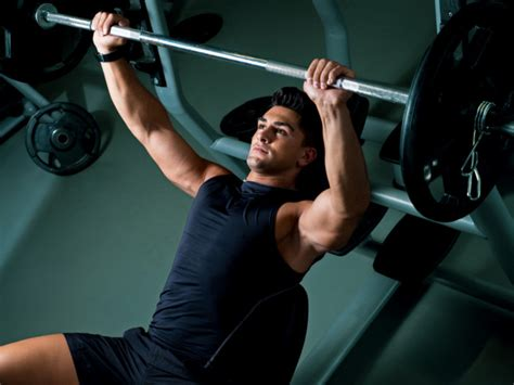 the right way to bench press how to bench press the right way according to personal trainers gq