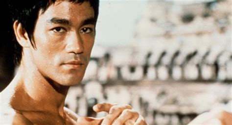 bruce lee martial arts biography martial arts icon bruce lee s writing packs philosophical
