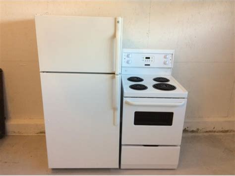 Apartment Fridge Used Newer Apartment Size Fridge And Stove Fort Garry Whyte