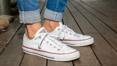 when should start wearing shoes how to wear converse sneakers 35 to copy