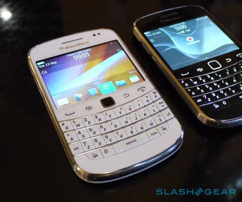 Original Casing Blackberry Dakota 9900 White Edition white blackberry bold 9900 revealed we go on slashgear
