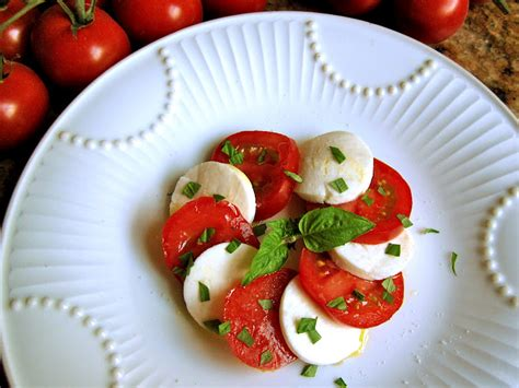 come cucinare le mozzarelle tomato mozzarella basil appetizer