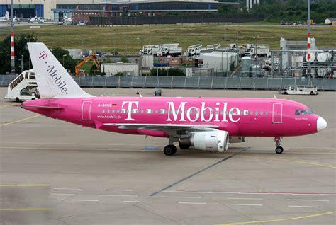 mobile germanwings germanwings t mobile a319 d akns rollt zum gate in cgn