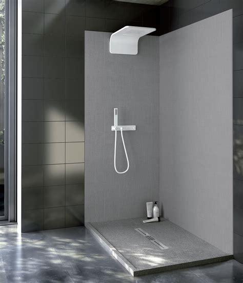 piani doccia in bagno superfici in solid surface per piani lavabi