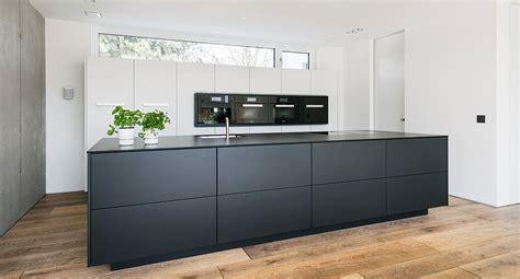 küchenblock mit schubladen k 252 chen manufaktur k 252 che schwarz wei 223