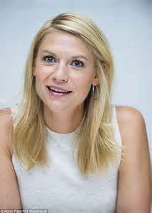 actress that are 36 years old claire danes shows off her svelte frame as she attends