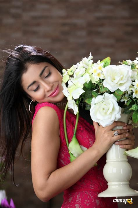 Full Sized Bed Shriya Saran In Pavitra Photos 52