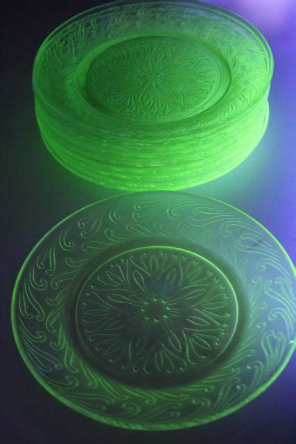 leaf pattern glass plates uranium glow green depression glass vintage us glass