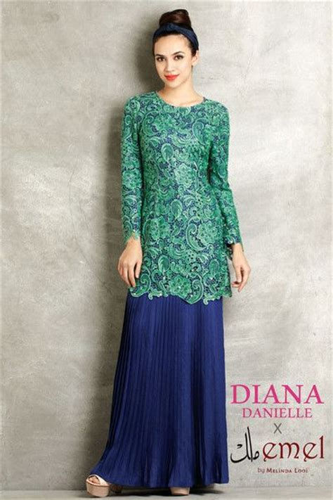 Dress Muslim Catrine Green Byk Warna embroidered lace baju kurung with pleated skirt suits baju