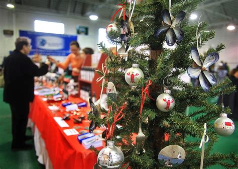 how to display christmas ornaments at fair maine s craft fairs keep on giving portland press herald