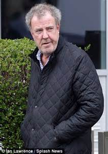 jeremy clarkson catches a taxi while co star james may